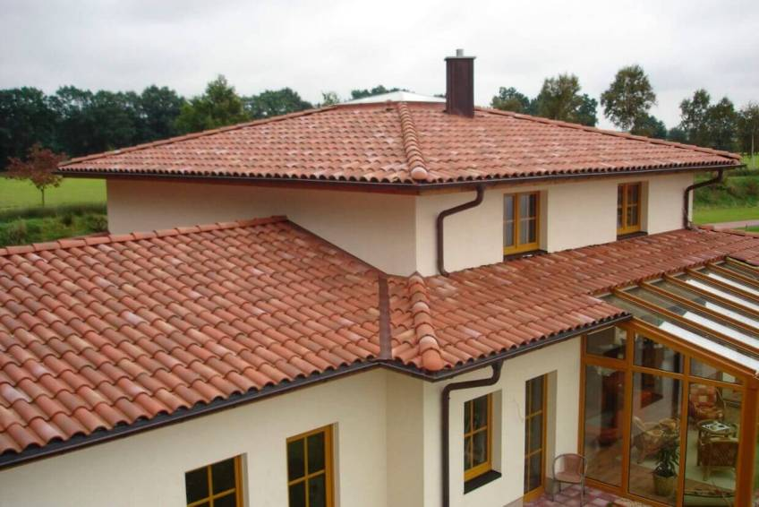 Clay-Tile-Roof-on-a-Spanish-Style-Modern-Home